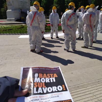 #BastaMortiSulLavoro: flash mob ad Ancona per la sicurezza nei cantieri edili