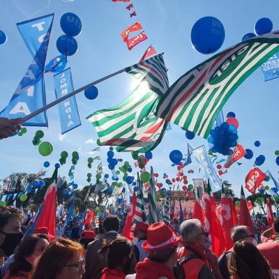 #MaiPiùFascismi: Cgil Cisl e Uil in piazza a Roma per il lavoro, la partecipazione e la democrazia