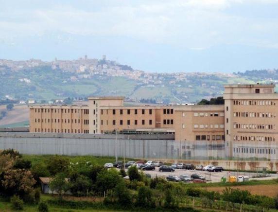 Aggressione a Montacuto: due agenti della Polizia Penitenziaria feriti con una lametta da barba