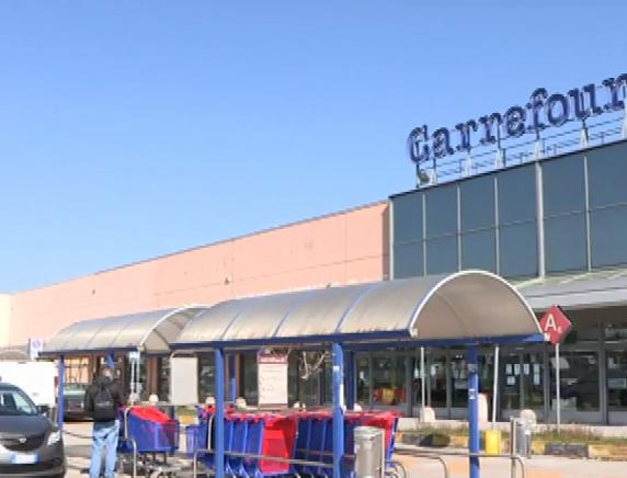 Chiude il Carrefour di Camerano: 89 posti di lavoro a rischio